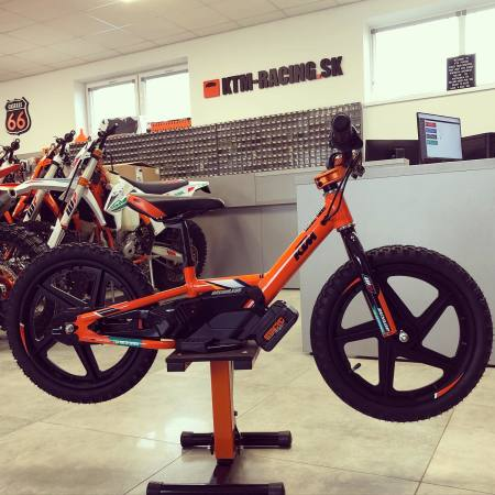 KTM Factory Edition STACYC 16´´